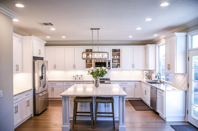 Farba ścieralna czy płytki - jakie pokrycie ścian będzie najodpowiedniejsze w kuchni?