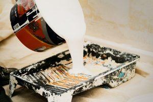 Skuteczne porady dotyczące usuwanie tłustych plam z sufitu