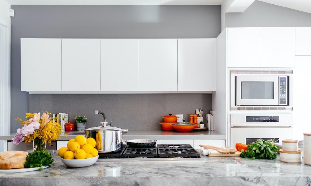 Wykorzystanie żywicy epoksydowej na ścianie w kuchni