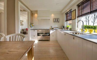Gres czy panele w małej kuchni – które rozwiązanie będzie najlepsze?