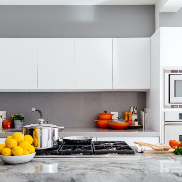 Czy beton na ścianie w kuchni to dobry pomysł? Rozwiewamy wątpliwości