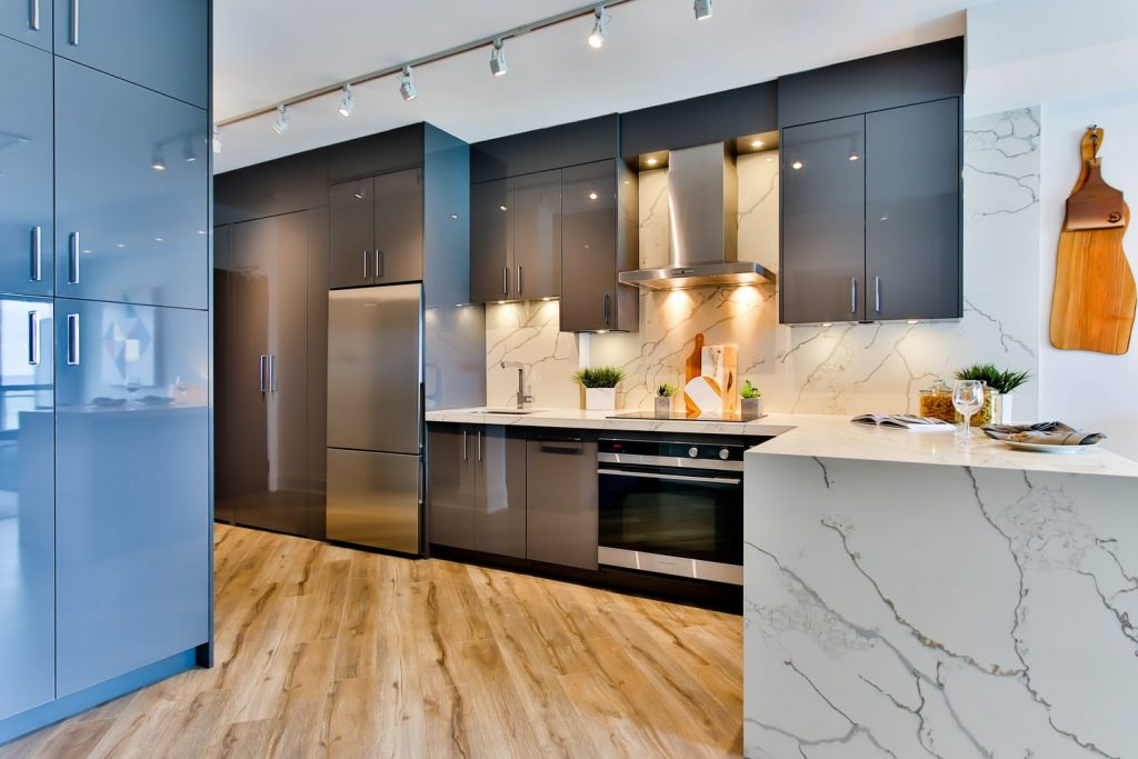 Czym zastąpić ekskluzywne materiały wykończeniowe podczas remontu kuchni