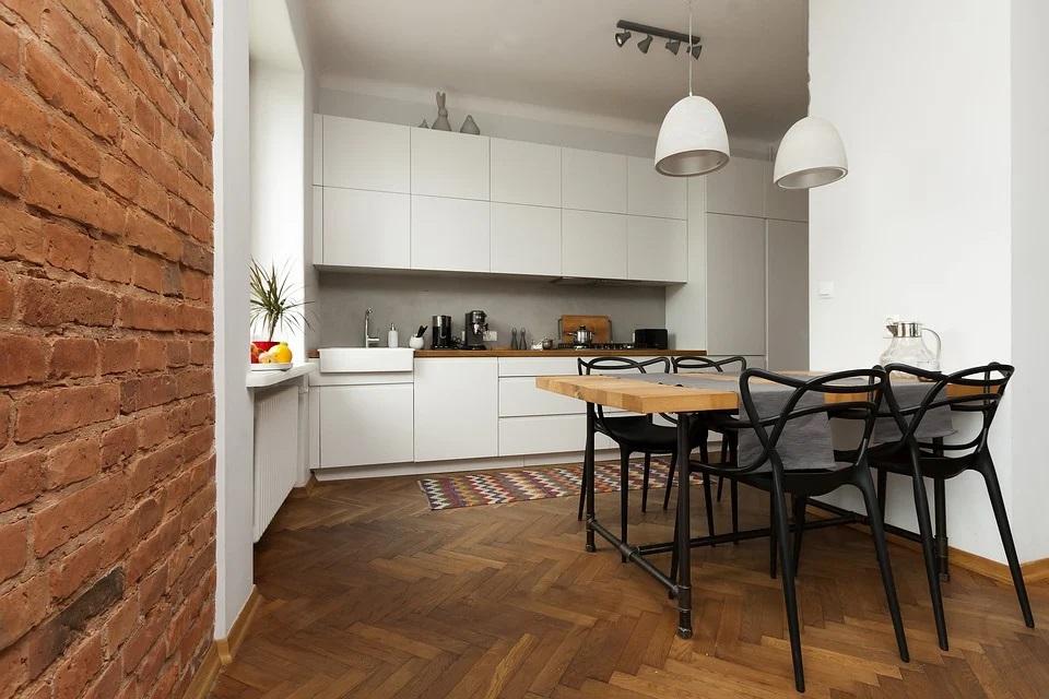 Czy warto zdecydować się na tapetę na ścianie kuchennej?